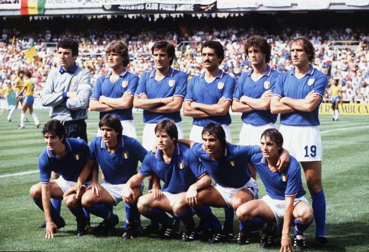 Resultado de imagem para camisa italia 1982 goleiro