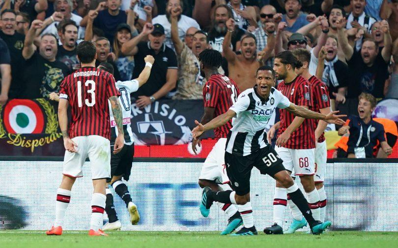 Rodrigo Becão, zagueiro da Udinese, comemora gol contra o Milan