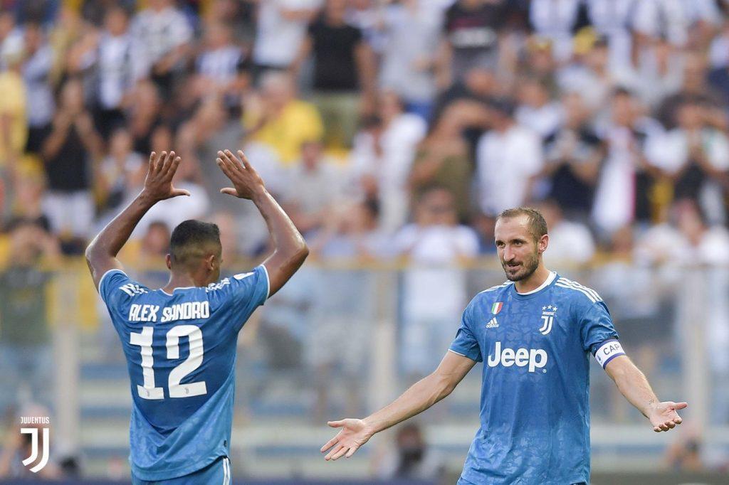 Alex Sandro, da Juventus, comemora gol com Chiellini