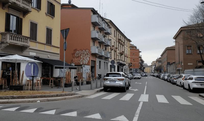 Ruas vazias no bairro de Isola, em Milão